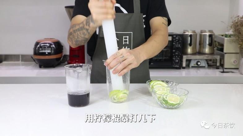 黑枸杞菊花爆柠茶的简单做法