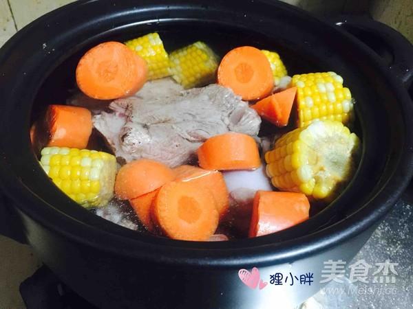 胡萝卜玉米骨头汤怎么煮