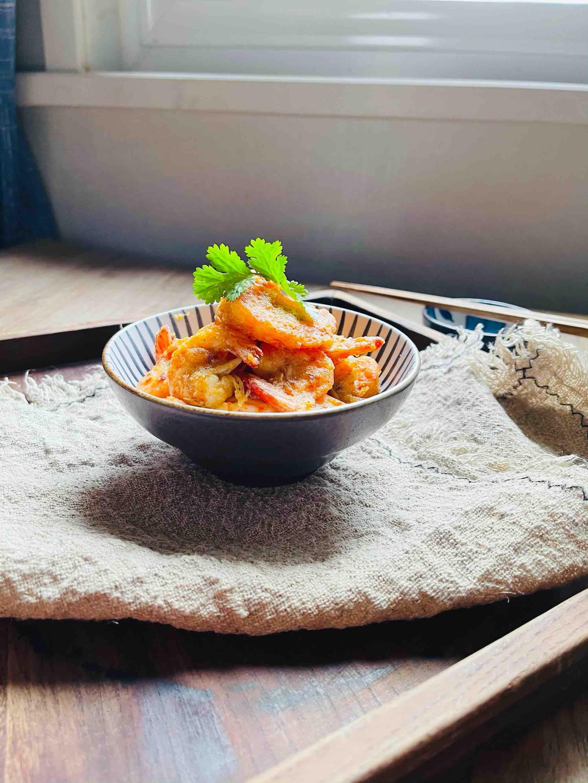 咸香酥脆的咸蛋黄脆皮虾成品图