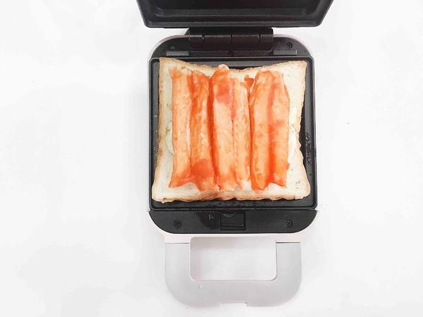 双重芝士蟹肉棒三明治怎么吃