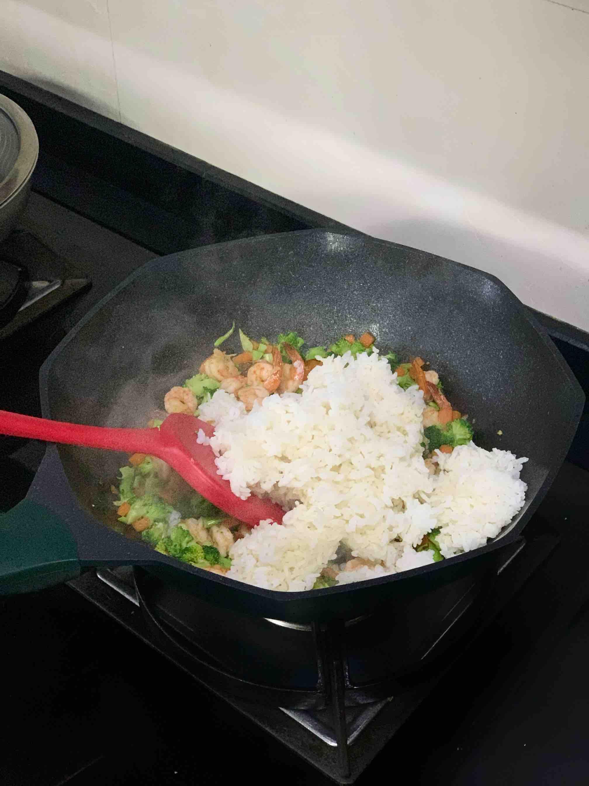 西兰花虾仁炒饭的简单做法