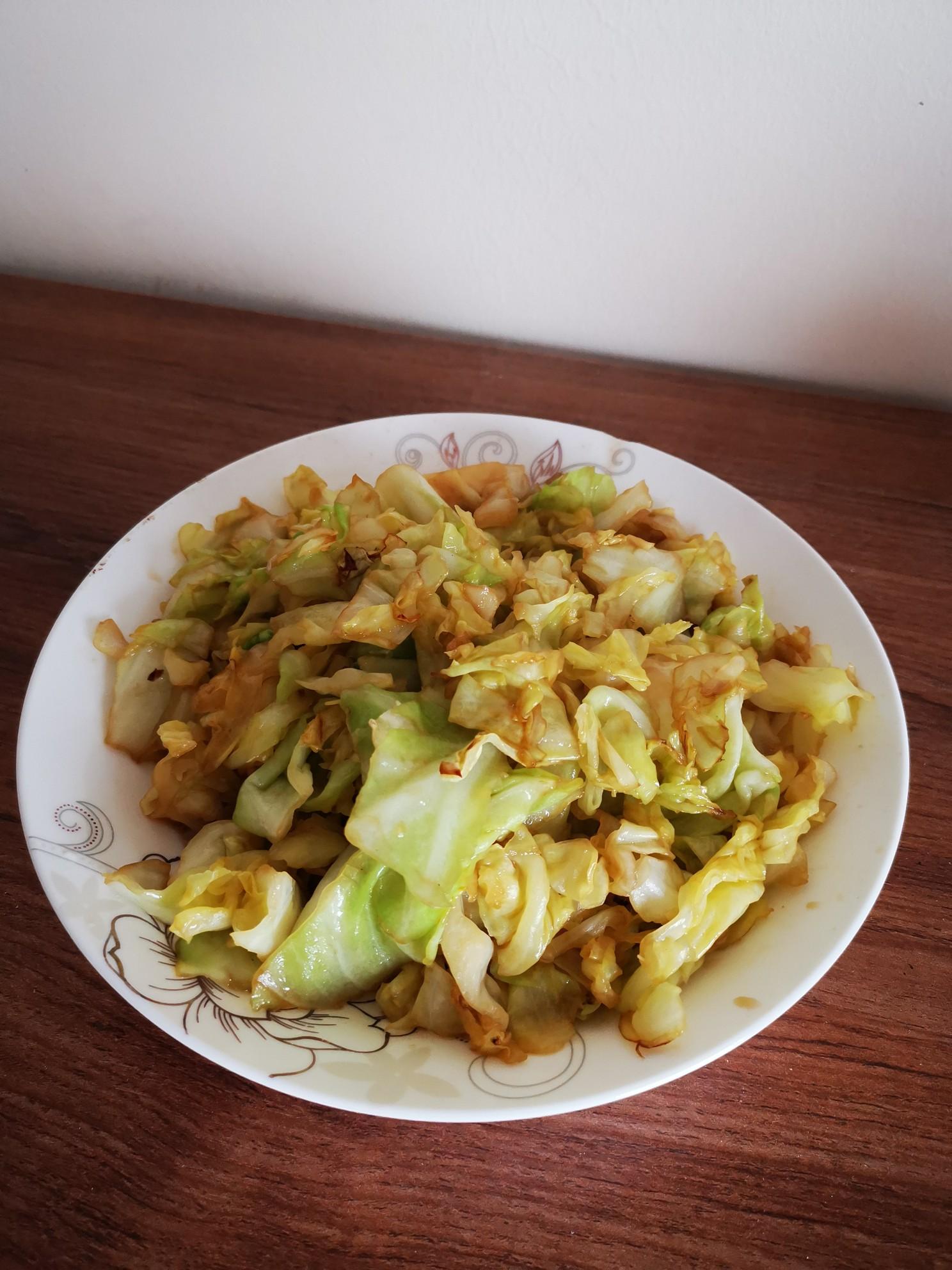 清炒卷心菜成品图