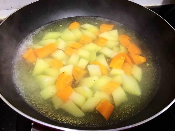 香肠烤土豆的家常做法