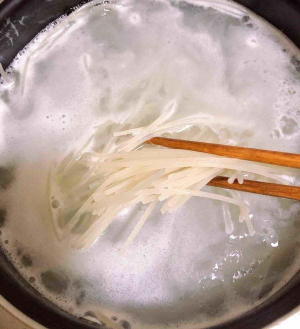 炸酱拌蔬菜米线怎么煸