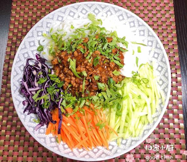 炸酱拌蔬菜米线怎样炒