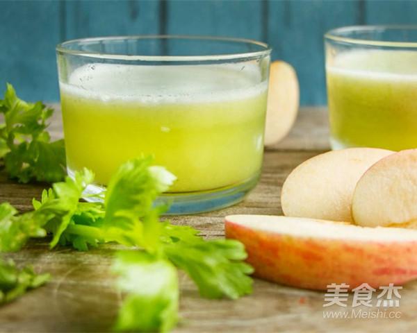 芹菜菠萝苹果汁成品图