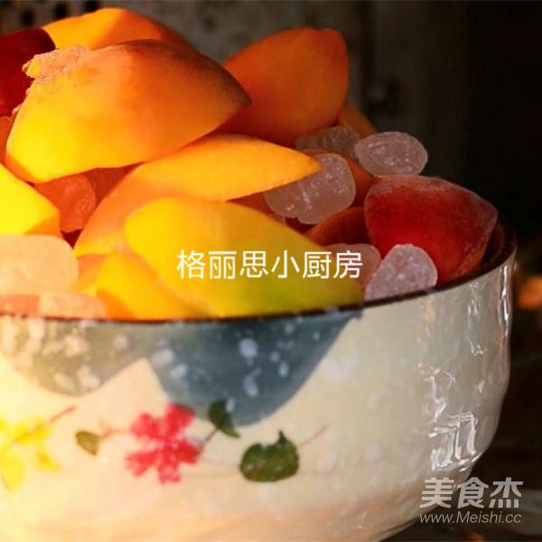 满满金黄的黄桃罐头的家常做法