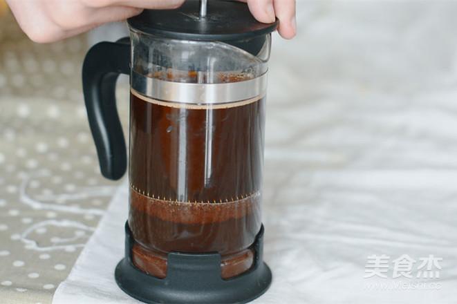 带着阳光的拿铁咖啡的简单做法