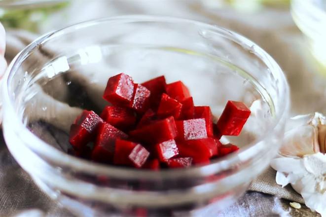味道精彩的甜菜根拌饭的步骤