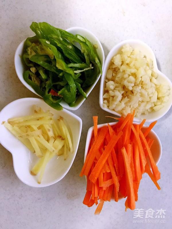 辣白菜海鲜炒粉条的简单做法