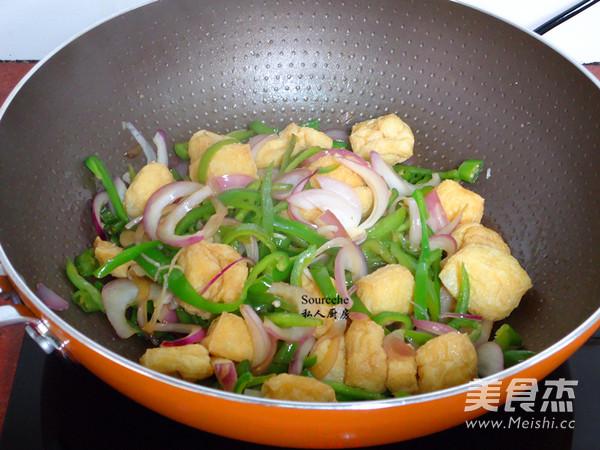洋葱青椒焖豆腐怎么炒