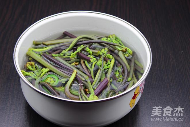 香酥炸蕨菜的家常做法