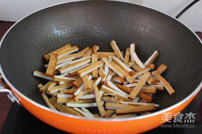 青椒炒香干的家常做法