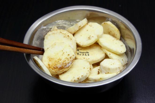 酥脆五香炸薯片的步骤