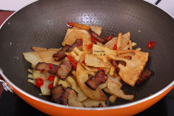 竹笋炒腊肉的步骤