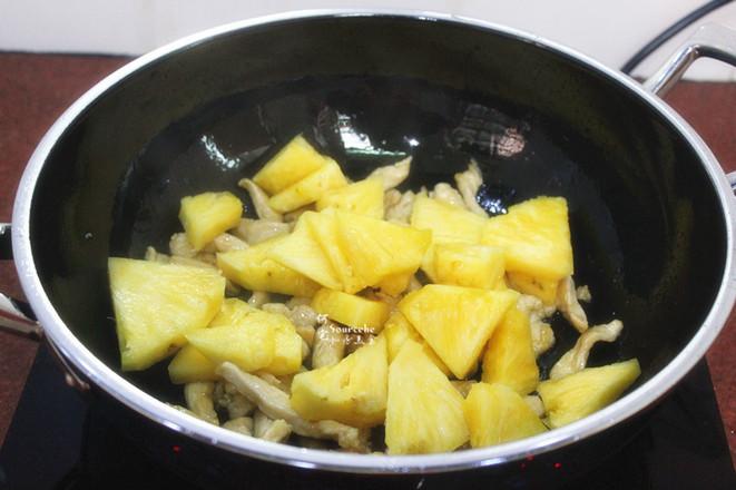 菠萝炒鸡胸肉怎么炒