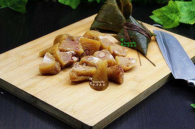 剩余粽子花样吃,泡菜炒粽子的做法图解