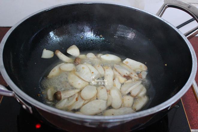 杏鲍菇炒瘦肉片怎么做