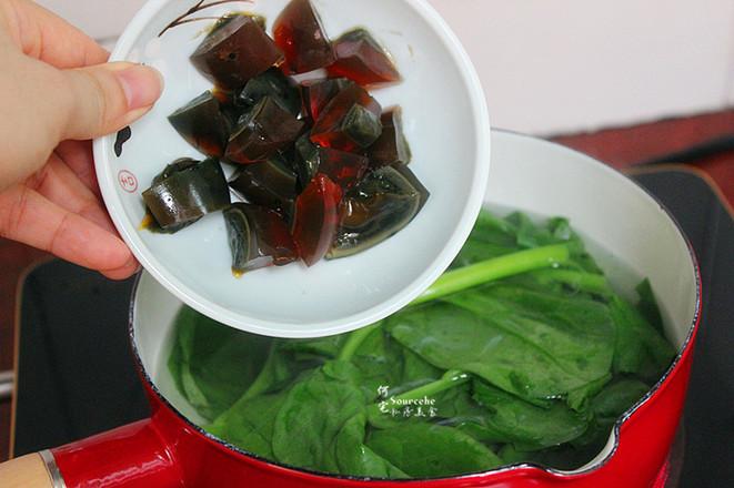木耳菜皮蛋汤的简单做法