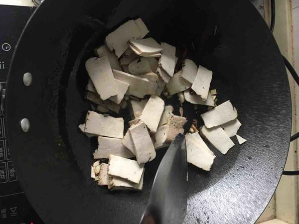 辣椒豆瓣酱炒臭豆腐干的简单做法