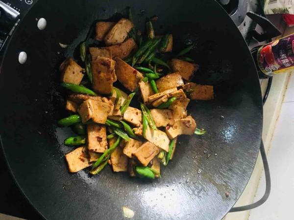 辣椒豆瓣酱炒臭豆腐干怎么做