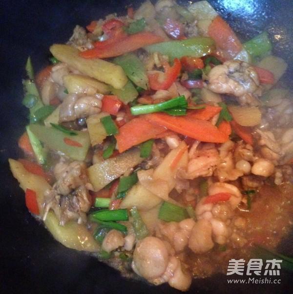 干锅牛蛙怎么煮