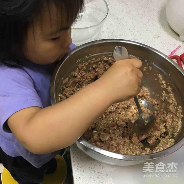 牛肉莲藕芹菜饺子的家常做法